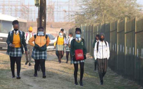 Pupils from Olivenhoutbosch Secondary School on their first day back on 8 June 2020. Picture: Gauteng Provincial Government.